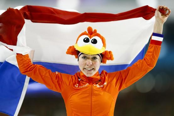 Schaatsster Esmee Visser prolongeert Europese titel op 3000 meter