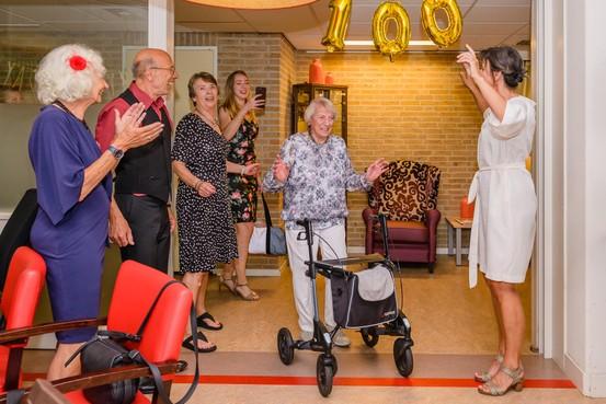 100-jarige Zaanse Henny Hes-Moes wil graag vaders 'Nachtwacht' nog zien