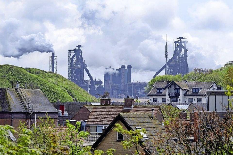 Wijk aan Zee met op de achtergrond Tata Steel.