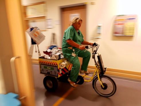 Paniek? Kent zuster Riet niet. Na 47 jaar afscheid van Dijklander Ziekenhuis in Hoorn