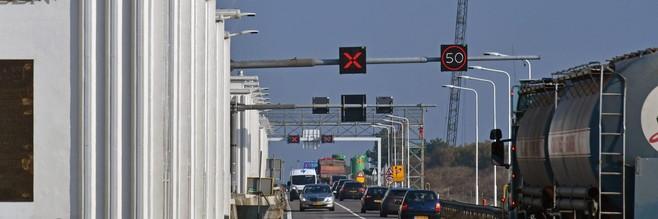Rijkswaterstaat waarschuwt voor langere reistijd door werk aan de Afsluitdijk: maximaal 70 kilometer per uur over de snelweg