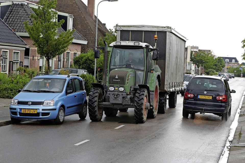 Agrariërs zelf zijn ook niet te spreken over de drukte op de Nieuweweg in Hoogkarspel waar zij doorheen moeten laveren.