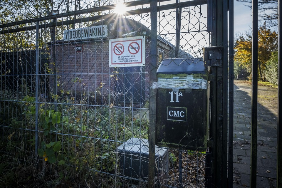 Het gesloten clubhuis van de Companeros aan de Kanaalweg in Heiloo.
