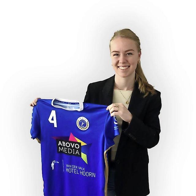 'Ik heb veel ambitie en wil de komende jaren alles uit mijn handbalcarrière halen. Ik wil spelen om het landskampioenschap en het liefst ook deelnemen aan de Europa Cup', zei Eline Wit bij haar presentatie bij SEW.