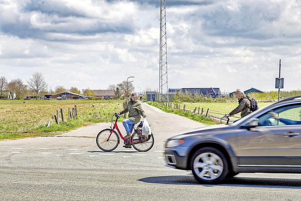 De Lagelaan die naar de afslag A9 moet gaan leiden. De oversteek is voor fietsers nu nog rustig.