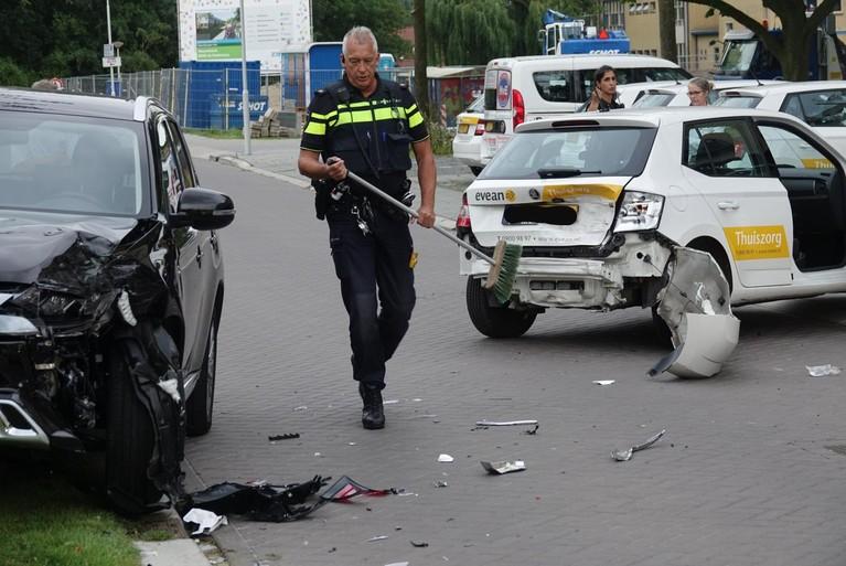 Automobilist gewond bij harde botsing in Krommenie