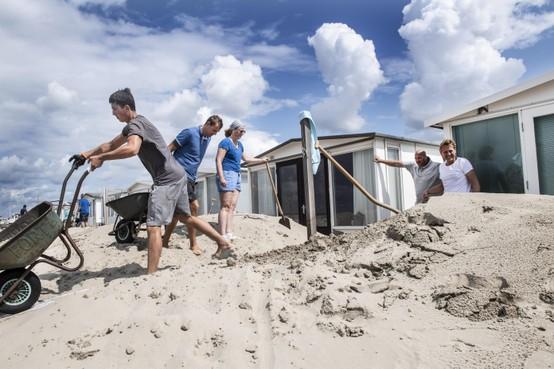 Strand IJmuiden: Zand op je boterham, zand in je haar