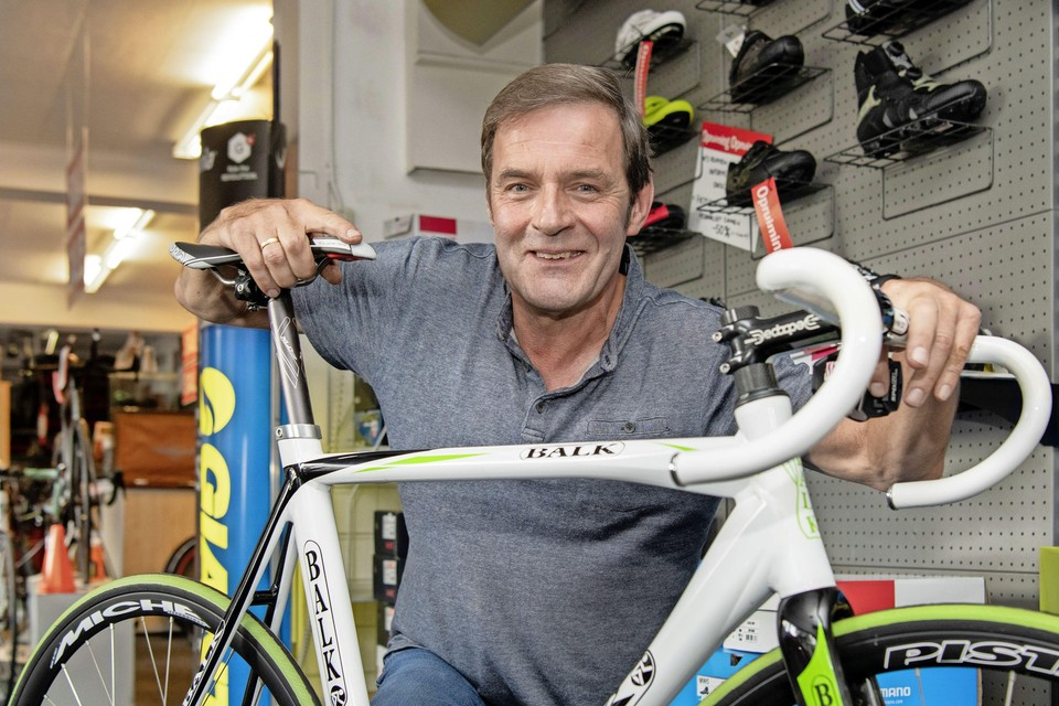 Tom Rooth moet al vier maanden nee verkopen tegen klanten die een racefiets willen kopen.