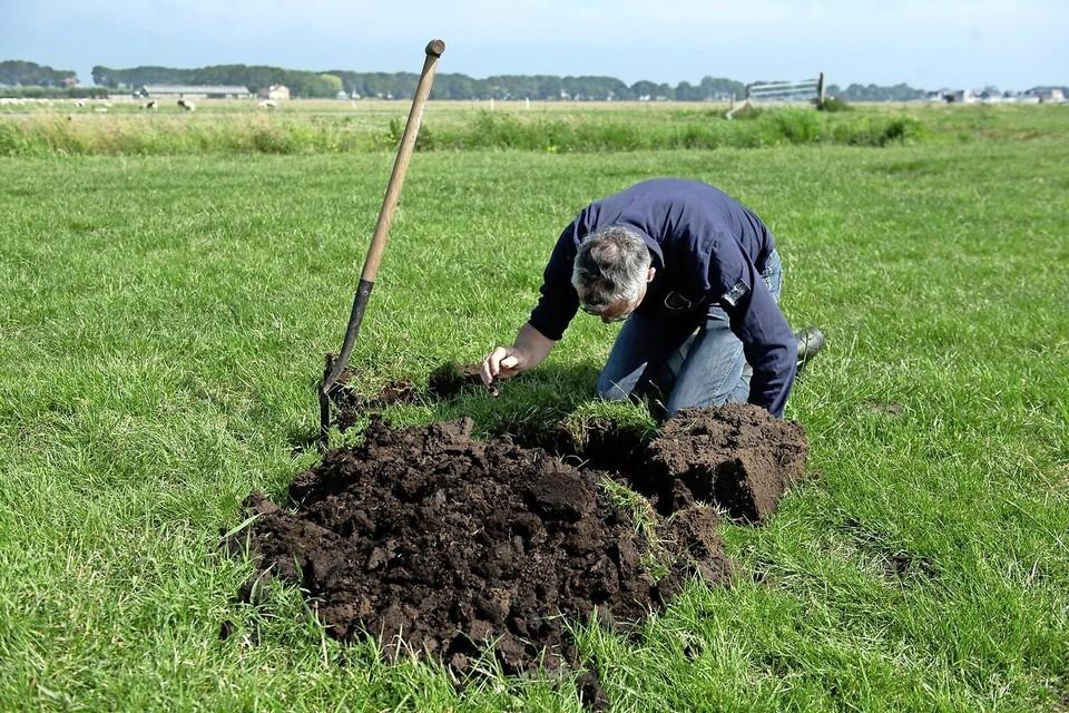 Gaten graven hoort er bij voor een bodem/watercoach.
