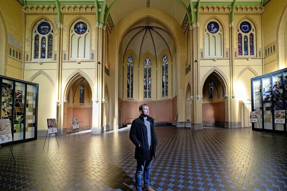 Anton Stolwijk over ondergang van de katholieke kerk. ,,De grote leegloop is het probleem, daar is verder niemand persoonlijk verantwoordelijk voor. Het is een maatschappelijke beweging met verschillende oorzaken.''