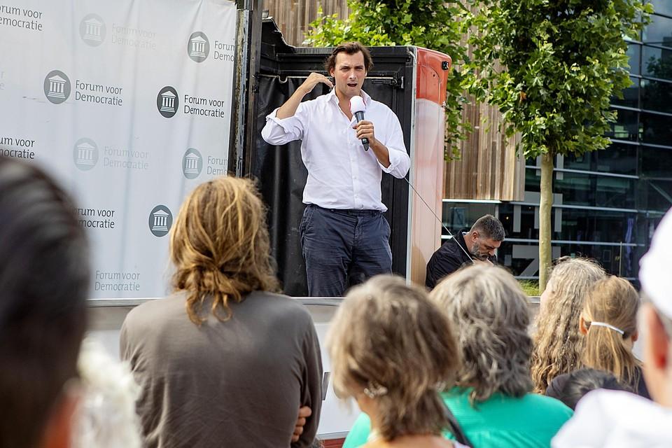 Thierry Baudet tijdens een manifestatie van Forum voor Democratie in Heerhugowaard.