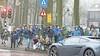 Laren voert de strijd tegen de overlast van het 'autospotten' op: dit weekend worden de toegangswegen naar de Brink deels afgesloten