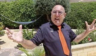 'Oranje is gróepswinnaar! Ja, hallo, moet je kijken van wát voor groep.' Nee, Harry Vermeegen wordt nog niet blij van het EK [video]