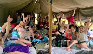 Groep 8 van De Baskuul sluit het schooljaar toch nog af met een (warm) schoolkamp