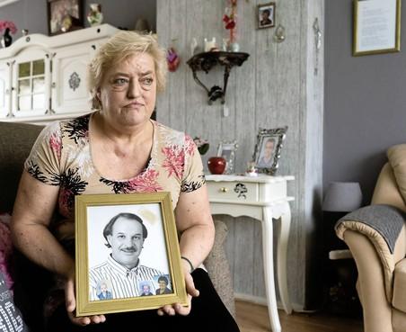 Uitvaartondernemer helpt Sonja met graf van haar vriend Freek