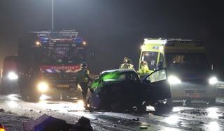 Persoon overleden bij frontale botsing op Houtribdijk bij Enkhuizen