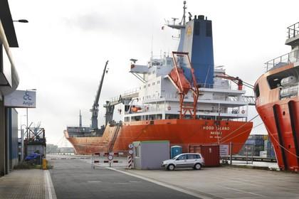 Grootste schip ooit in haven van Beverwijk