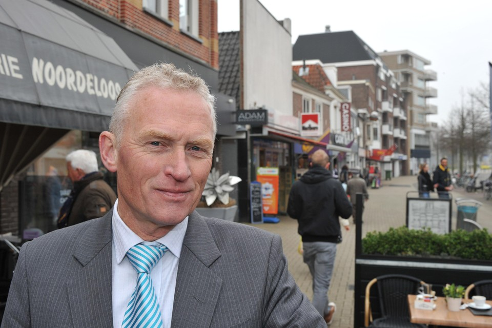 Professor Cor Molenaar: ,,Den Helder verkoopt zichzelf niet goed.''