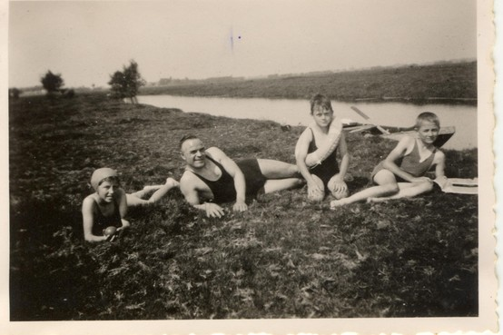 Mijn oude vakantiefoto's: 'Hij dook zo de Rijn in, verbluft keek de man hem na'