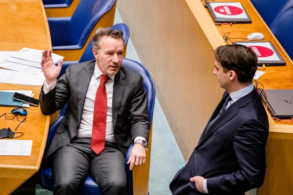 Wybren van Haga (links) en Thierry Baudet in de Tweede Kamer.