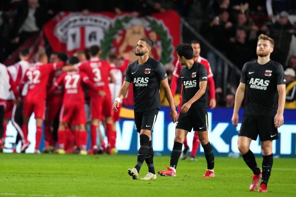 Pantelis Hatzidiakos, Yukinari Sugawara en Fredrik Midtsjø balen na het derde doelpunt van FC Twente.