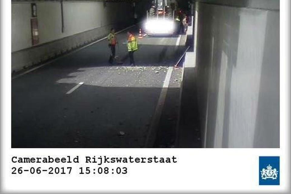 De schade in de Velsertunnel.