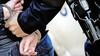 Twee Helderse verdachten die volgens justitie tot een oplichtersbende behoren mogen thuis wachten op de inhoudelijk behandeling van de zaak. Een derde man heeft meer op zijn kerfstok en blijft vastzitten