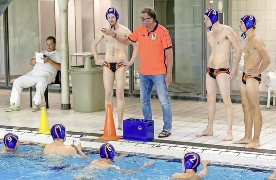 Gooise waterpolocoaches Hans Smits en Mike Havekotte kijken terug op vreemd seizoen: 'Volgend seizoen hoop ik alleen minder ver te hoeven rijden'