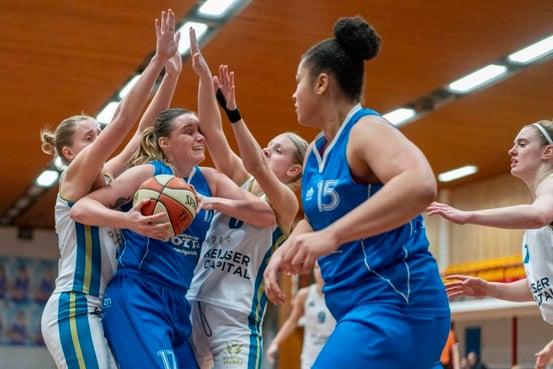 Basketbalsters Den Helder gaan ouderwets op en neer tegen Groningen maar winnen wel ruim