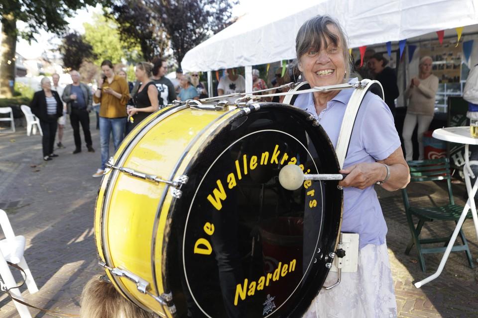 Het eeuwfeest van de Huibert van Eijkenstraat wordt opgeluisterd met live-muziek.