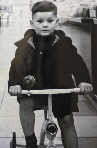 Oud-Bussumer Wim de Bruijn maakte in 1959 een speelfilmpje in 'zijn' Hema [video]