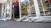 Meer afvoerputten helpen bakker in Overveen niet; gemeente en lezer leveren suggesties om wateroverlast te voorkomen