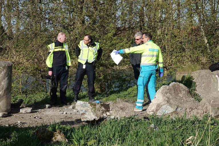 Bestuurder overlijdt bij botsing op betonblok in Middenmeer [video]