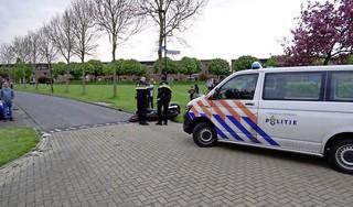 Motorrijder gaat onderuit en glijdt twintig meter door in Heerhugowaard, met spoed naar ziekenhuis
