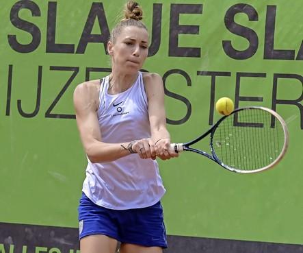 Marrit Boonstra wint 41e Boekweit Olie Tennistoernooi, maar baalt van 'respectloze' opmerking van tegenstandster in finale