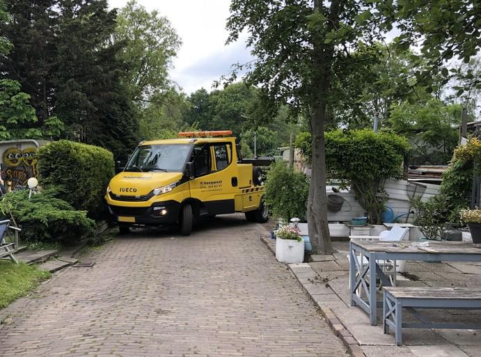 Actie gemeente bij woonwagenkamp in Zaandam afgeblazen na blokkade met auto's