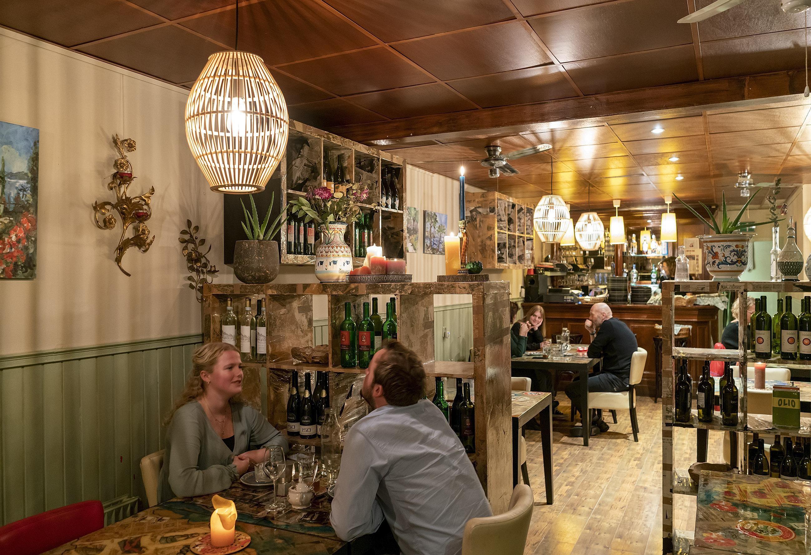 Aan tafel bij Mamma Peppino in Alkmaar, voorlopig voor de la... -  Noordhollandsdagblad