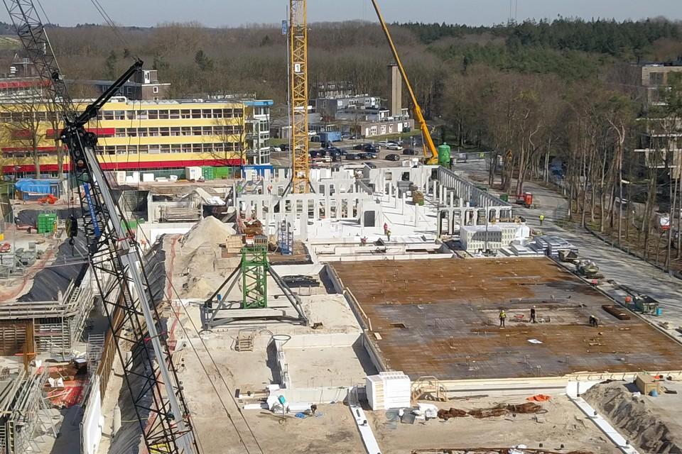 De eerste muren van de nieuwbouw van Tergooi staan overeind.