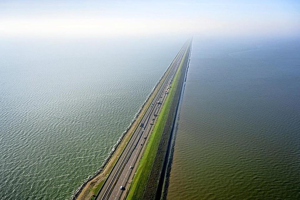 Afsluitdijk.