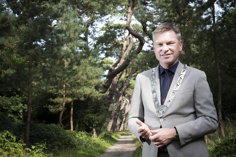 Oud-burgemeester Peter Rehwinkel keert terug naar Bergen voor een signeersessie.