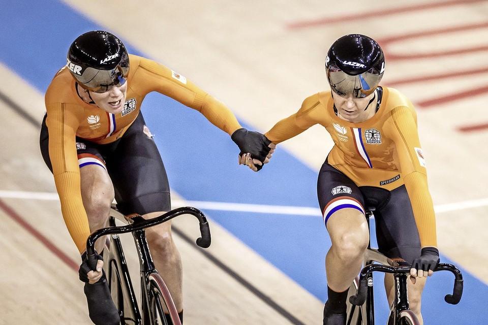 Kirsten Wild en Amy Pieters tijdens de finale.