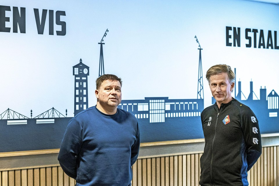Stormvogels-voorzitter Nico Stoker en trainer Andries Jonker van Telstar.