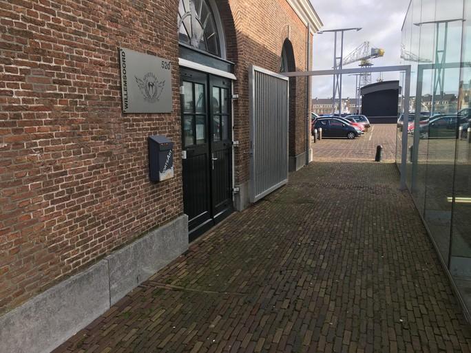 Sinds de nachthoreca op Willemsoord zit, is het er volgens twee ondernemers slechter en onveiliger geworden, maar er komen meer camera's