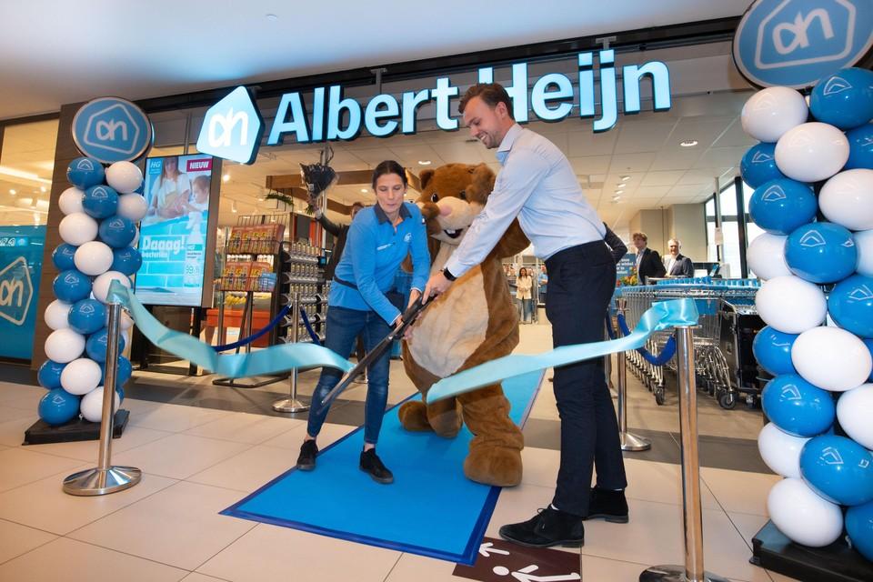 Winkelcoördinator Bas de Lange verricht de opening.