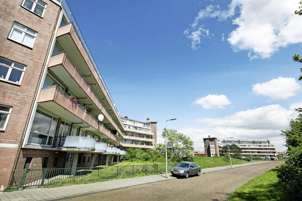Flats van het Woningbedrijf Velsen aan de Dolfijnstraat en de Waalstraat worden gerenoveerd.