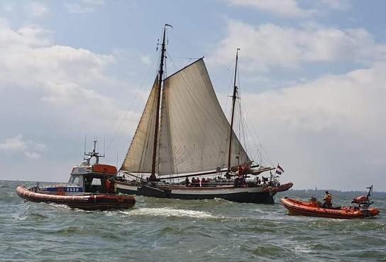 Kustwacht schiet boot met gehandicapten te hulp op het IJsselmeer
