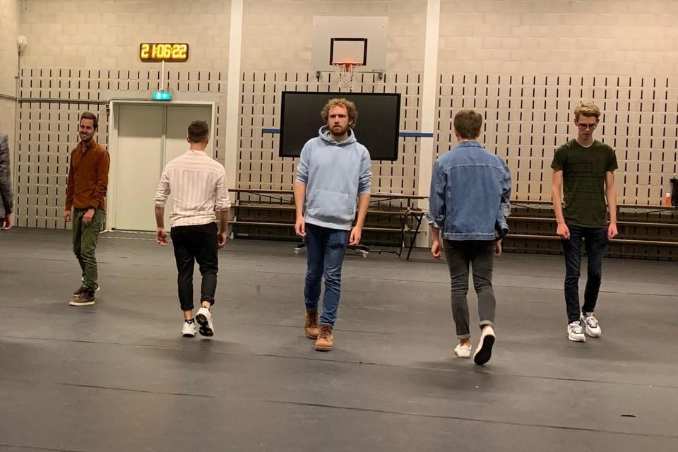 Ook aan choreografie wordt aandacht besteed.