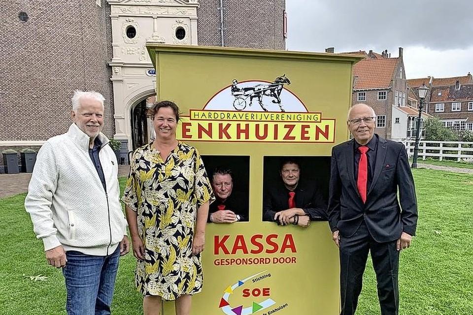 Toeschouwers moeten in Enkhuizen langs de vernieuwde kassa's.