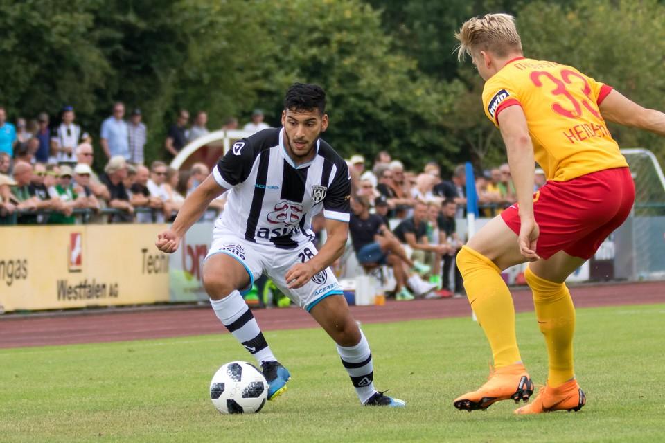 Tarik Kada in actie voor Heracles: ,,Al-Ahli Manama bleek een grote club te zijn met prachtige faciliteiten en uitstekende velden.''