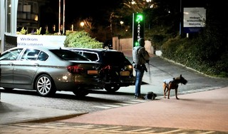 Drie Zaandammers aangehouden door arrestatieteam in hotel Egmond aan Zee vanwege wapens